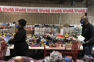 memphis employees at Toys for Tots